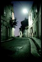 ansicht der nächtlichen rue st. francois d'assise, marseille, am 19. dezember 2005