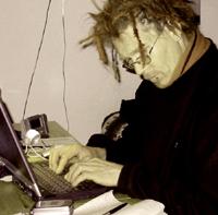 peryton bei seiner (schreib-)arbeit in berlin, am 30. märz 2004. aufnahme: thomas vallentin